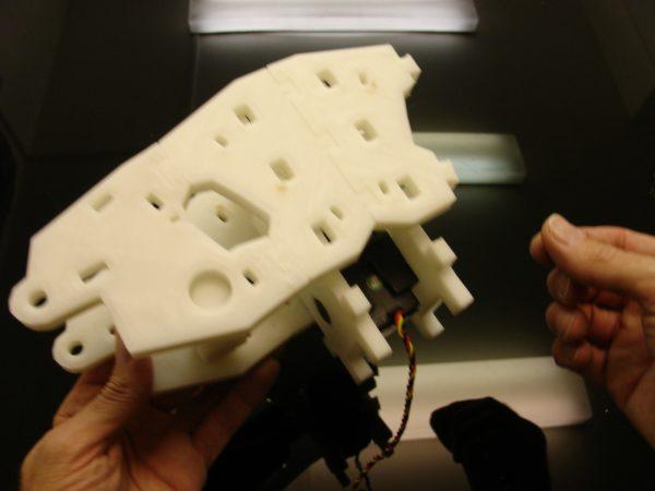 Сборка робота-гуманоида InMoov. Плечо и туловище